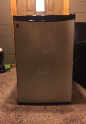 Full size mini fridge for Sale in Peoria, IL