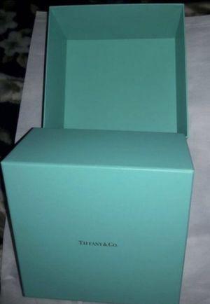 Caja Tiffani for Sale in Glendale, AZ