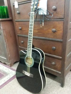 Left Handed Acousitc Electric Guitar Really Good Condition for Sale in Sunbury, OH
