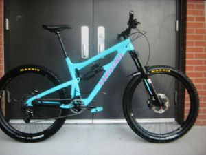 AskṨ5OO I'm seling URGENTLY 2O15 Large Santa Cruz Nomad C carbon with HUGE upgrades for Sale in Toledo, OH