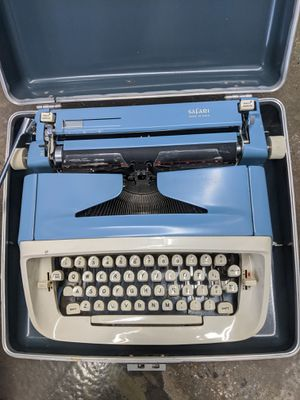 Vintage Royal Safari Manual Portable Typewriter with Case for Sale in Fairfax, VA