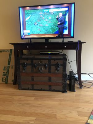 TV Table w/2 accent shelves for Sale in Raleigh, NC