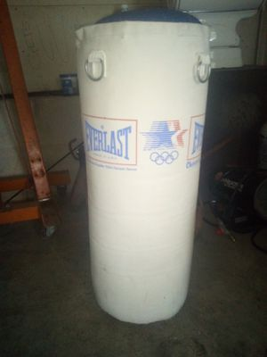 Everlast punching bag for Sale in Harpers Ferry, WV