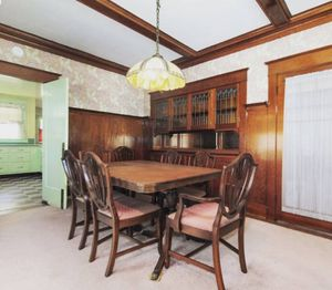 STUNNING ANTIQUE Broyhill Lenoir Dining Table and Chairs for Sale in Portland, OR