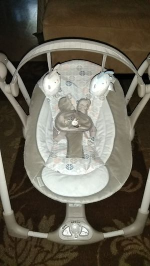 Baby swing practically new for Sale in Annapolis, MD