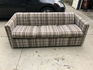 Pull-Out Plaid Couch for Sale in Altoona, IA