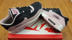 Nike Air Max size 7.5 in women for Sale in East Compton, CA