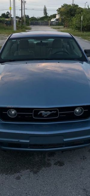 Ford. Mustang. 2007. $5900. Cash****price. Clean title. 70.000 miles. for Sale in Miami, FL