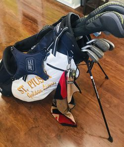 Wilson Womens Golf Club Set With Bag for Sale in Lawrenceville,  GA