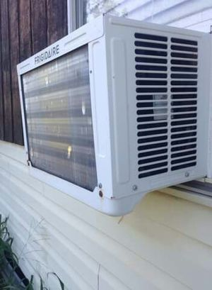 It's a Frigidare 6000 BTU AC for Sale in Von Ormy, TX