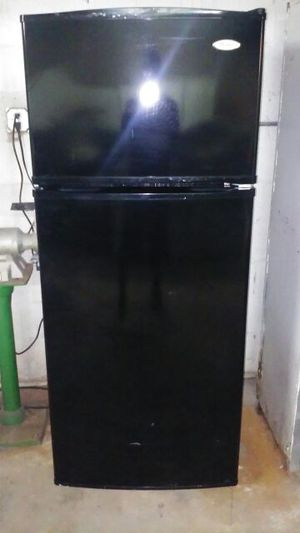 Top and bottom whirlpool refrigerator for Sale in Miami, FL