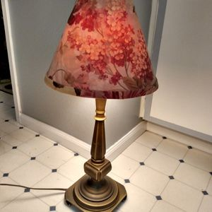Really Cute Side Table Lamp for Sale in Shoreline, WA