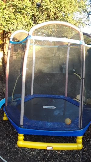 """LITTLE TIKES CLIMB N SLIDE 7"""" TRAMPOLINE WITH ENCLOSURE for Sale in Clovis, CA"""