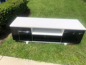 Tv stand/Entertainment center for Sale in Alafaya, FL