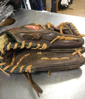 Rawlings 11 1/4 In leather righty glove for Sale in Matawan, NJ