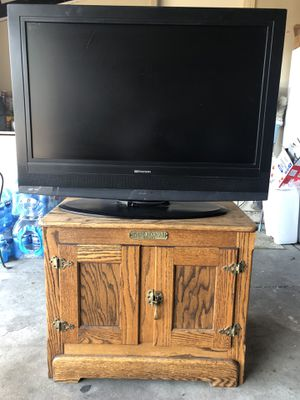 Emerson LCD HDTV 38 inch W/ Oakwood turn table tv stand for Sale in Orcutt, CA