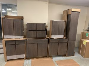 Set of kitchen cabinets new for Sale in Lincoln, RI