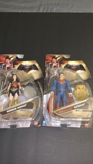 Wonder Woman and Superman Figures BVS SERIES for Sale in Doral, FL