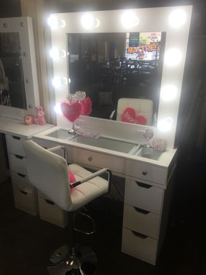 Hollywood vanity makeup from 299 to 499 anycolor. Happy Mother's Day💄🎁🌹 for Sale in Chula Vista, CA