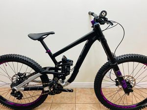 2017 Scott Gambler 720, Small, Downhill Bike, 210mm Travel, Fox 40 Fork, Fox VAN RC Shock, Sram GX, 7 speed for Sale in Manhattan Beach, CA