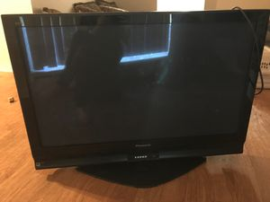 Panasonic 45' tv comes with wall mounts for Sale in Denver, CO
