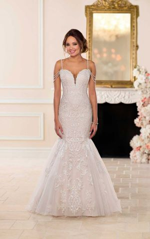 Beautiful Wedding Dress - size 16 for Sale in Waldorf, MD