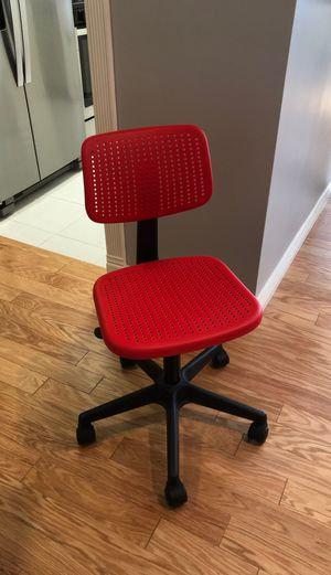 Red desk chair for Sale in Los Angeles, CA