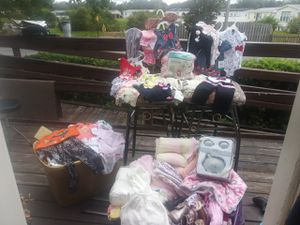 Baby girl clothes, shoes, infant car seat,knit and fleece blankets. Diaper's, bottles. Brand new and used for Sale in Riverview, FL