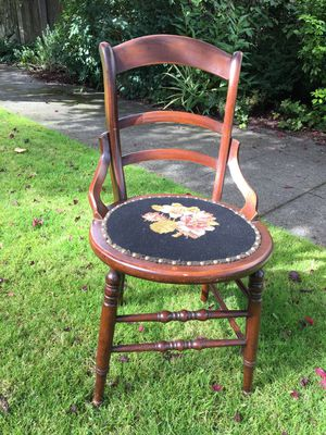 Set of 4 antique side chairs for Sale in Seattle, WA