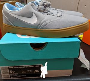 Nike checks sneaker Unisex (Size US 4,5,6) for Sale in Jersey City, NJ