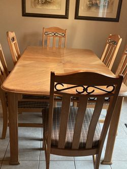 Solid Oak Kitchen Table W/6 Upholstered chairs for Sale in Red Bank,  NJ