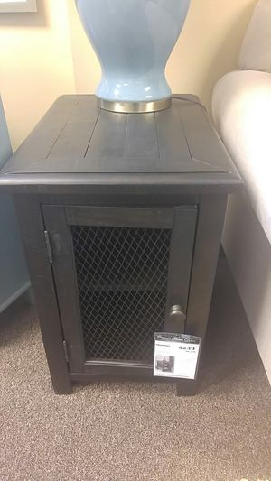 Chair side end table for Sale in Portland, OR
