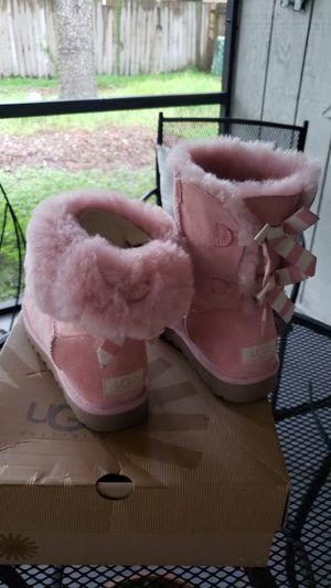 UGG W Bailey Bow Stripe w/Blus Pink, Size 7 for Sale in Lutz, FL