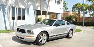 2009 Ford Mustang 45th Anniversary Edition!! for Sale in Miami, FL