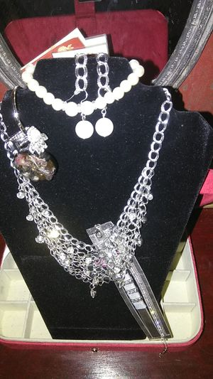 Paparazzi costume jewelry set for Sale in Dracut, MA