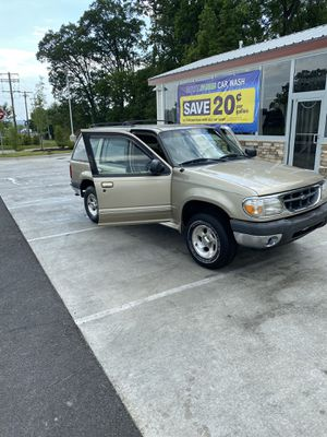 2000 Ford Explored 4WD - 133,900 Miles - $1950 OBO for Sale in Springfield, VA