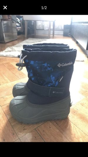 Columbia boy snow boots (size 10 kids) for Sale in Brooklyn, NY