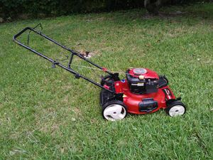 Lawnmower lawn mower toro easy to push 6.75 Hp run like champions first $ 99 take it no more no less. for Sale in Pembroke Pines, FL