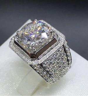 New 18 k white gold men wedding ring men wedding band. for Sale in Orlando, FL