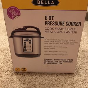 Pressure Cooker , Very Rarely Used.Good Condition for Sale in Laurel, MD