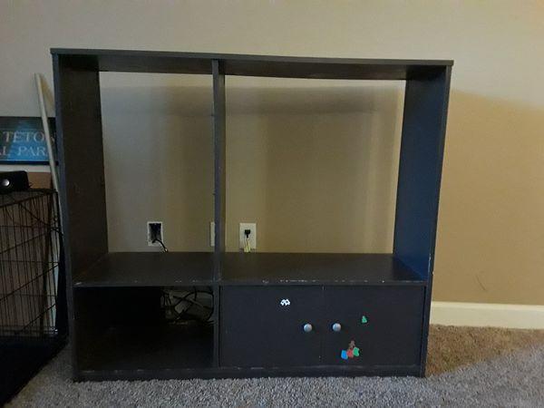 Small entertainment center/shelf