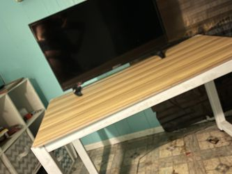 White And Brown Desk In Great Shape for Sale in Loma Linda,  CA