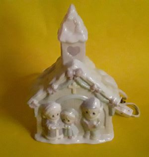 PORCELAIN PRECIOUS MOMENTS CHRISTMAS LAMP for Sale in North Port, FL