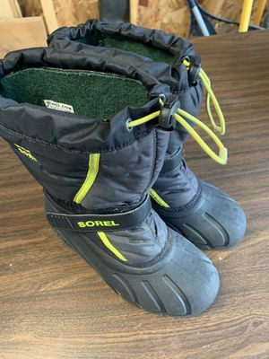 Sorel kids snow boots size 4 for Sale in Barrington, IL