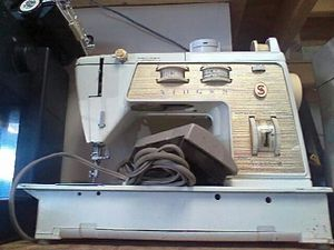 Singer sewing machine for Sale in Hyattsville, MD