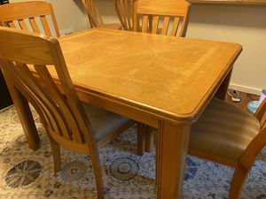 Dining room table with leaf for Sale in Vancouver, WA