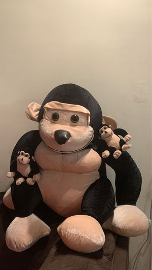 3ft tall Monkey stuffed animal with 2 small monkeys for Sale in Anaheim, CA
