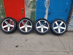 22 in chrome rims with tires 305 40 22 for Sale in Bronx, NY