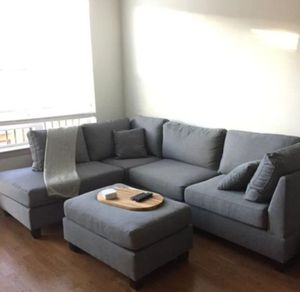 """New in box grey sectional sofa( includes ottoman & accent pillows) reversible chaise 104""""× 75"""" for Sale in Los Angeles, CA"""