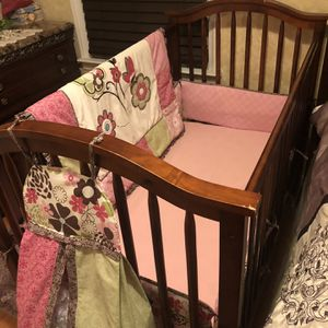 Baby Crib With mattress and crib set for Sale in Dearborn, MI